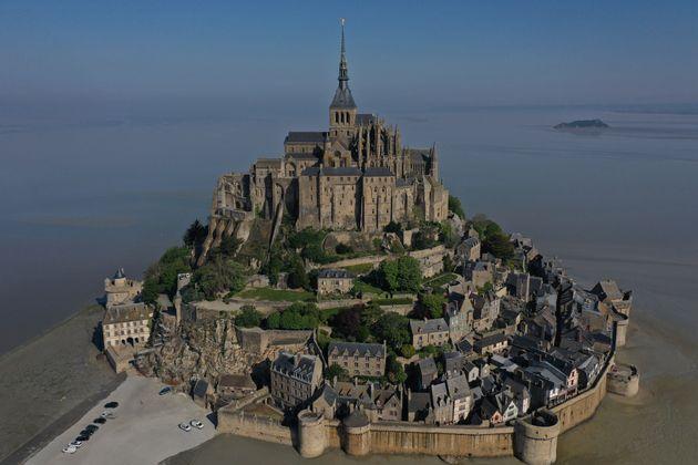 Une vue aérienne du Mont-Saint-Michel, le 23 avril