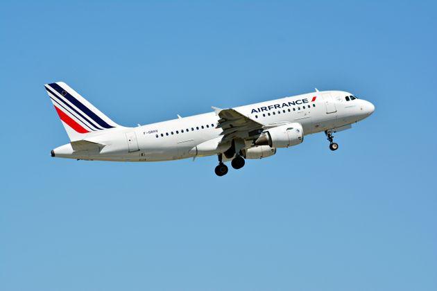 Air France n'autorisera pas les passagers à embarquer si leur température dépasse...