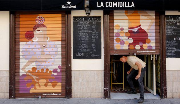Un restaurante reabre en Sevilla para servir a