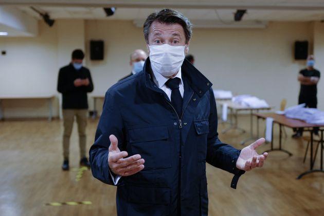 Le maire de Nice Christian Estrosi a pris un arrêté rendant obligatoire le port du masque...