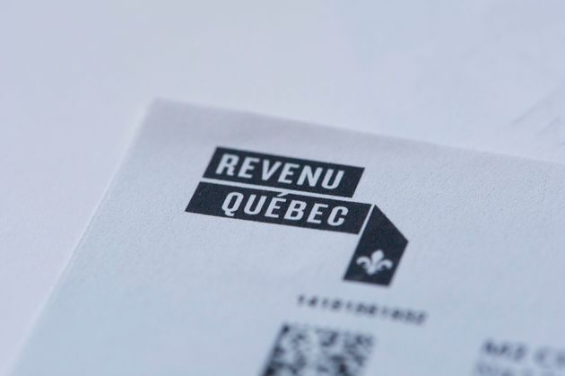 Gros plan du logo de Revenu Québec sur fond blanc (photo