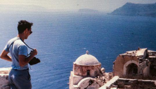 Ρόμπερτ Μακέιμπ: Η φιλοξενία και οι θάλασσες της Ελλάδας παραμένουν ίδιες στον