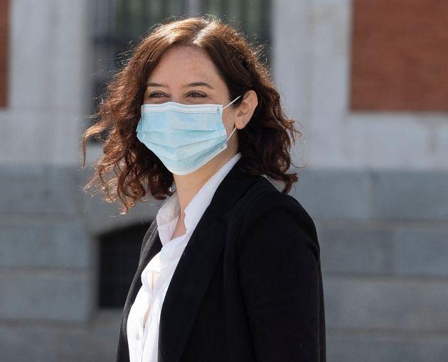 La presidenta de la Comunidad de Madrid, Isabel Díaz Ayuso, tras tres minutos de silencio por...
