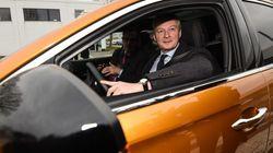 Le Maire demande aux constructeurs auto de relocaliser pour recevoir des