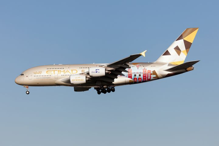 LONDON, UNITED KINGDOM - 2020/01/19: An Etihad Airways Airbus 380 lands at London Heathrow airport. (Photo by Fabrizio Gandolfo/SOPA Images/LightRocket via Getty Images)