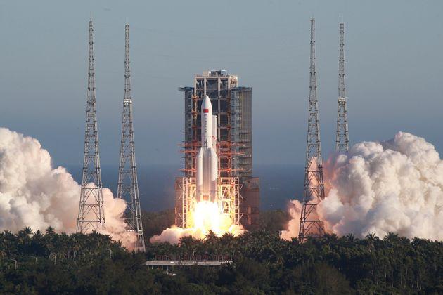 Κινεζικό διαστημικό «σκουπίδι» 18 τόνων, το μεγαλύτερο από το 1991, έπεσε στη