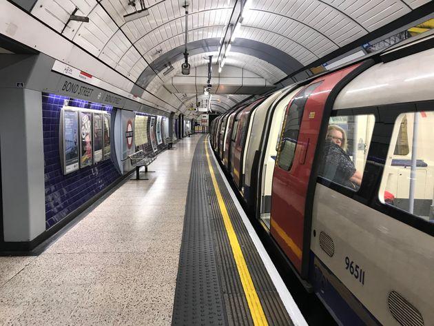 Βρετανία: Υπάλληλος σε εκδοτήρια εισιτηρίων πέθανε αφού τη μόλυνε εσκεμμένα επιβάτης με