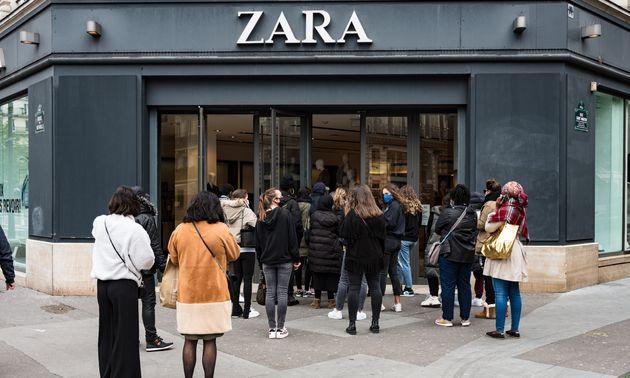 L'engouement suscité par la réouverture des boutiques de prêt-à-porter Zara...