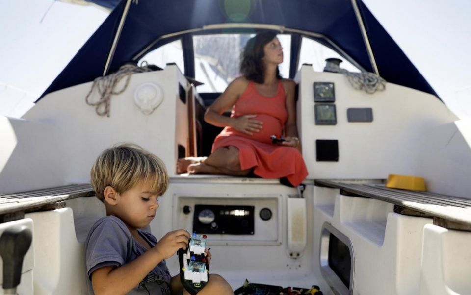 Η οικογένεια που πέρασε την καραντίνα μέσα σε ένα σκάφος κοντά στο Ρίο ντε