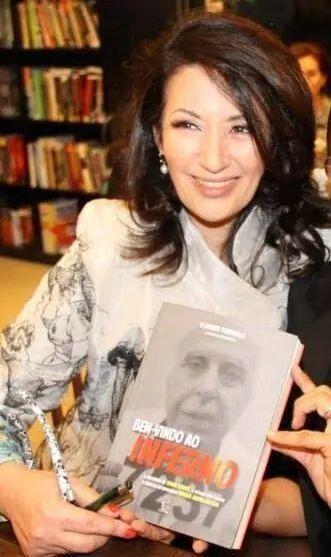 Vana Lopes no lançamento do livro sobre Abdelmassih em