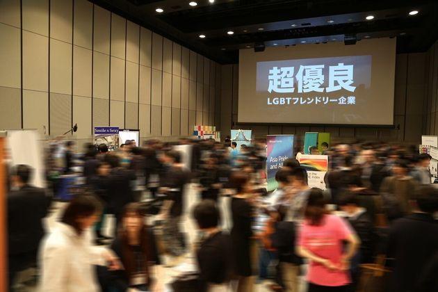 JobRainbowは2019年に日本最大級のLGBTフレンドリー企業合同採用イベントを開催。企業担当者や就活生など約800人が参加した