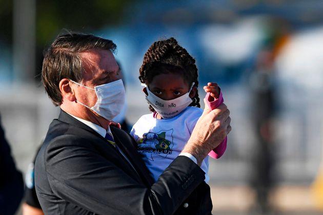 O Μπολσονάρο κάνει μπάρμπεκιου ενώ οι Βραζιλιάνοι πεθαίνουν στις