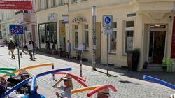 La genial idea de este bar de Alemania para mantener la distancia de