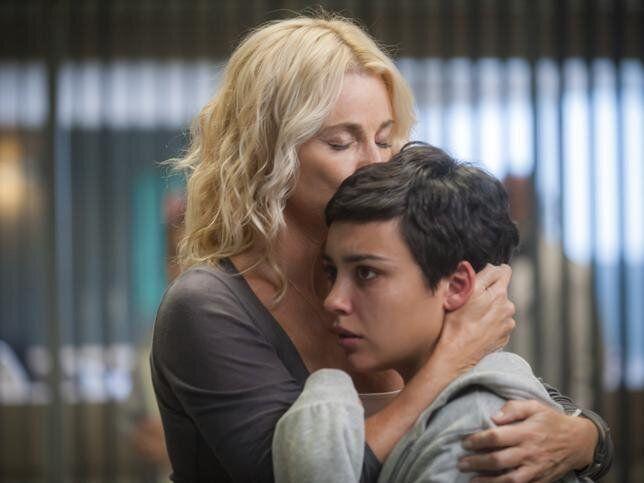 Belén Rueda y Carla Díaz en 'Madres'.