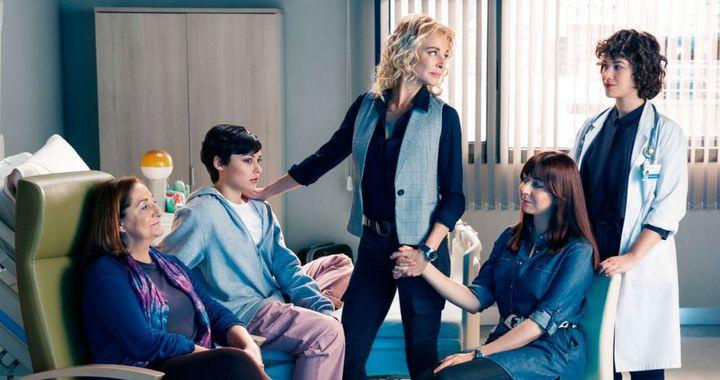 Resario Pardo, Carla Díaz, Belén Rueda, Carmen Ruiz y Aida Folch en 'Madres'.
