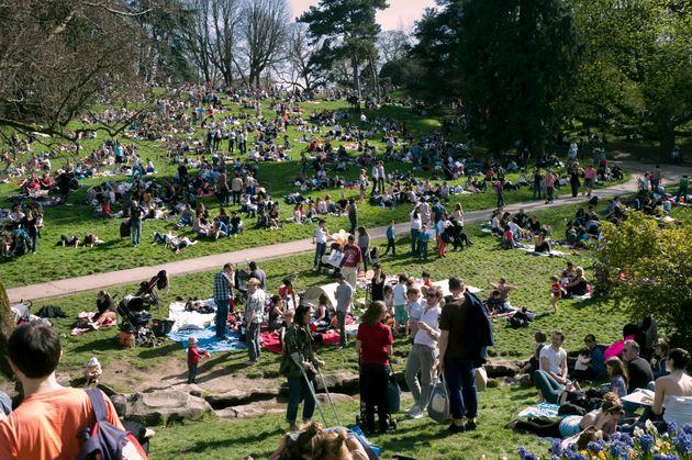 Le risque d'une ruée vers les parcs en cas de réouverture à Paris fait craindre au gouvernement un regain...