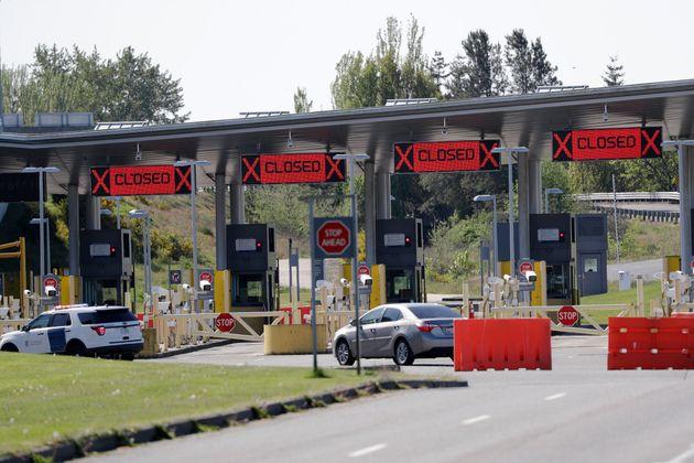 Au poste frontalier de Peace Arch en Colombie-Britannique, une seule voie était ouverte le 7 mai