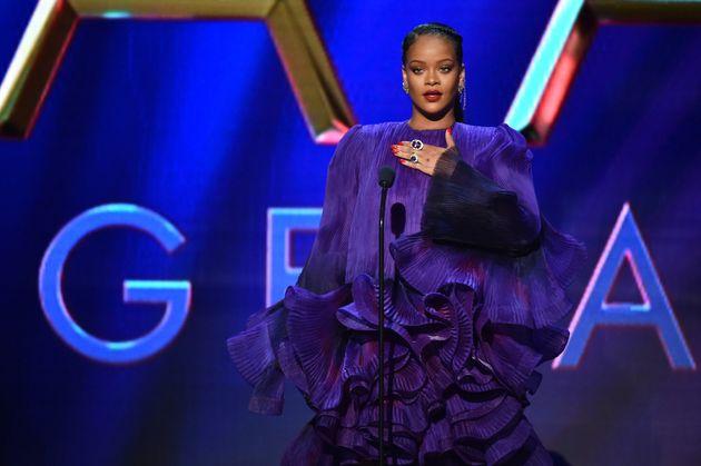 Rihanna ultrapassa Mick Jagger e Elton John em lista de mais ricos do Reino