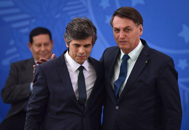 Criticado por Bolsonaro, o isolamento social é usado para conter o ritmo de contaminação...