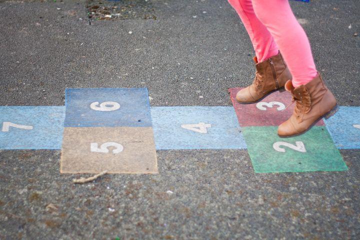 """Nous avons dans notre école deux jeux marqués au sol de marelle, les enfants chacun leur tour auront évidemment la possibilité d'y jouer"""",témoigne Christelle Paoli."""