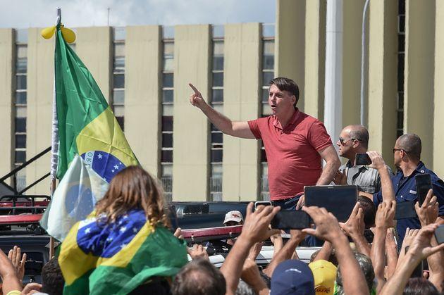 5ebd4681250000a819eb16ed - Bolsonaro edita MP para isentar agentes públicos por erros no combate à pandemia