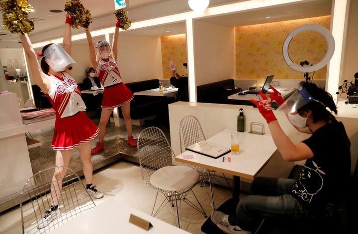 Un restaurant sur le thème des pom-pom girls à Tokyo.