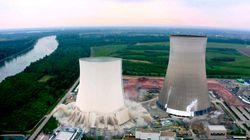 La espectacular demolición de una central nuclear en