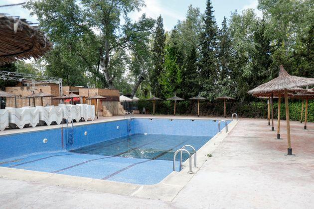 Una piscina en un camping en Aranjuez, Madrid, el 28 de abril de 2020 (Óscar J. Barroso / Europa...