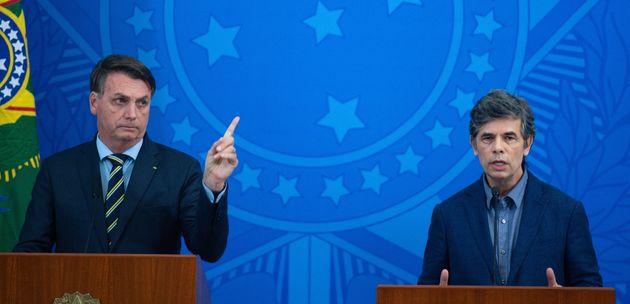 Jair Bolsonaro e Nelson Teich na posse deste no Ministério da Saúde em