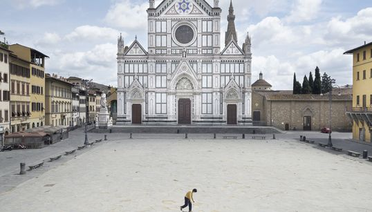 Queste foto di una Firenze muta e lunare raccontano la nostra vita sospesa dal