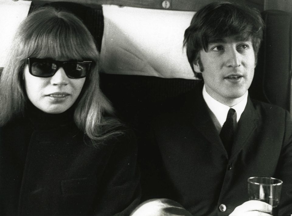 Η Άστριντ Κίρχερ με τον Τζον Λένον, γύρω στα 1960.
