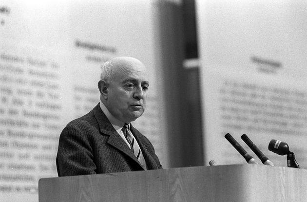 L'inquietudine di leggere oggi Adorno sulle premesse sociali del