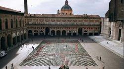Le Sardine ripartono da Piazza Maggiore, 6 mila piantine per la