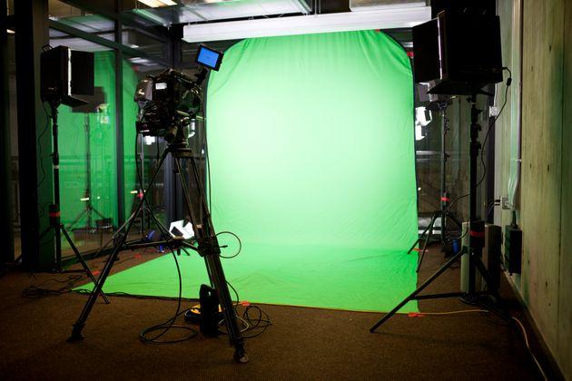 Il lockdown dei set: un centinaio di produzioni ferme, cinema e tv provano a