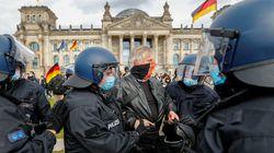 Proteste a Londra, Berlino e in mezza Europa, in piazza gli