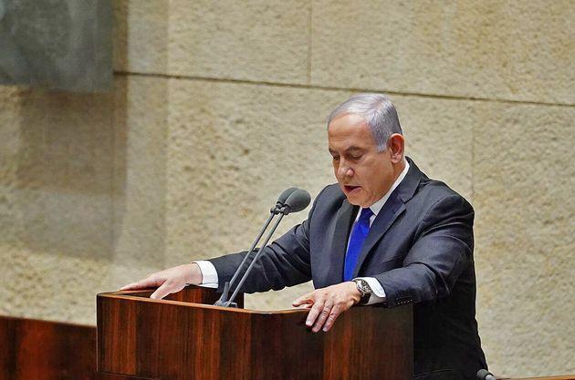 Benjamin Netanyahu, qui doit former un gouvernement d'urgence avec son rival Benny Gantz, a annoncé...