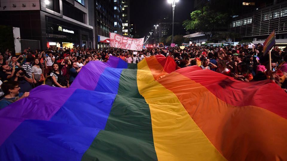 Para a população LGBT, o isolamento social também pode ser, paradoxalmente, sinônimo...