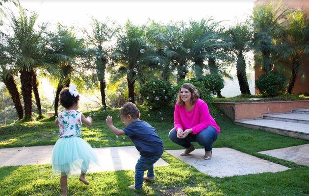 Gabriela equilibra o papel de mãe com o de mulher com as próprias necessidades, que precisa também de...