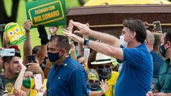 Bolsonaro agradece apoio em manifestação no Planalto em meio a avanço do