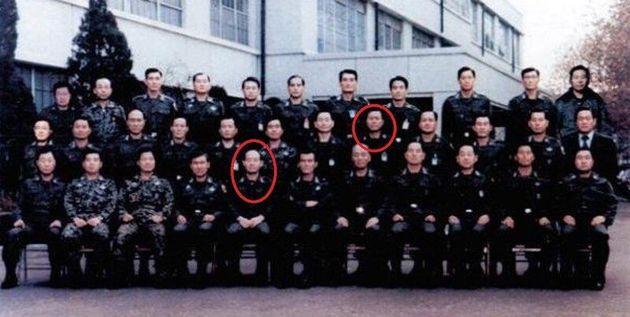 가운뎃줄 오른쪽 다섯째가 최예섭 준장. 맨 아랫줄 왼쪽 다섯째가 전두환 보안사령관.