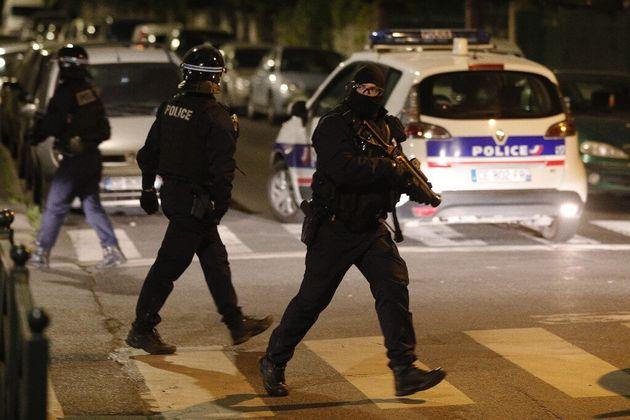Des tensions ont éclaté ce dimanche 17 mai au soir à Argentueuil, après la mort d'un jeune à moto la...