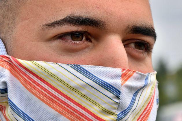 スペイン・タラゴナ(5月12日)。カラフルなマスク。