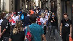 Folla a passeggio a Bergamo Alta. Gori: