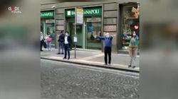 La gioia incontenibile di Napoli: countdown e applausi per la riapertura in via Toledo