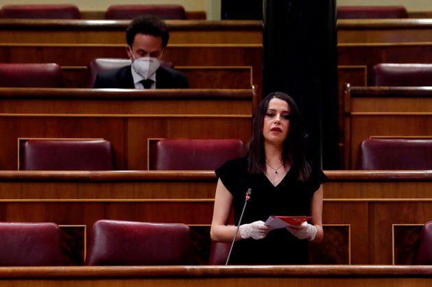 La líder de Ciudadanos, Inés Arrimadas, el pasado 6 de mayo en el Congreso con el portavoz...