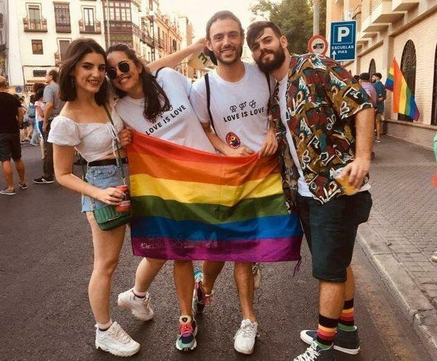 Joselu Marcos, segundo por la derecha, con varios amigos en el Orgullo del año pasado de