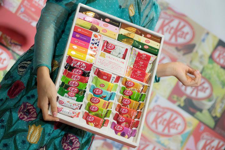 日本でキットカット販売45周年を記念して作られた、35種類入り詰め合わせ