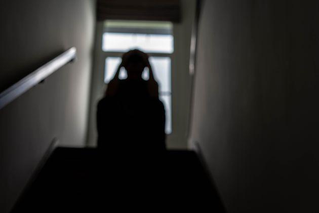 """Gli amici del 19enne che ha ucciso il padre: """"Fategli scontare i domiciliari a casa"""