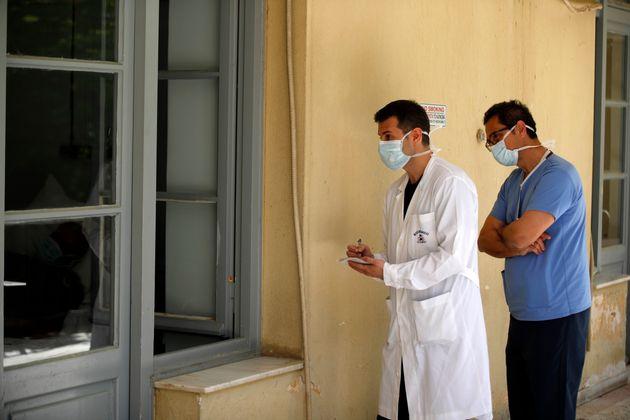 Φοιτητές Ιατρικής βοηθούν στη μάχη κατά του κορονοϊού στην