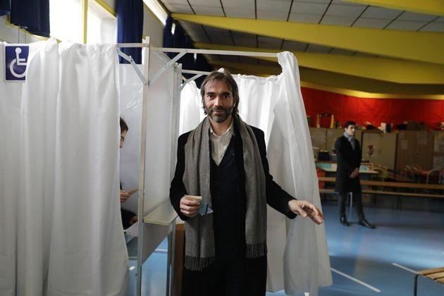 Cédric Villani lors du premier tour des municipales à Paris, le 15 mars